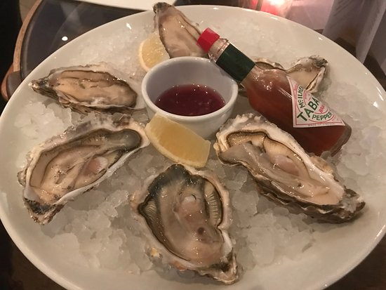 Trebetherick, UK: Fresh and delicious oysters!