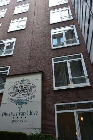 Die Port van Cleve: Окна в каменный колодец + воздухозаборник общего кондиционера