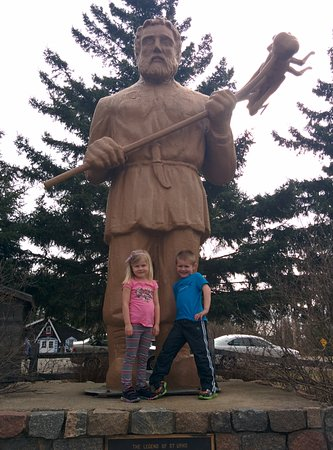 Menahga, MN: St. Urho Statue