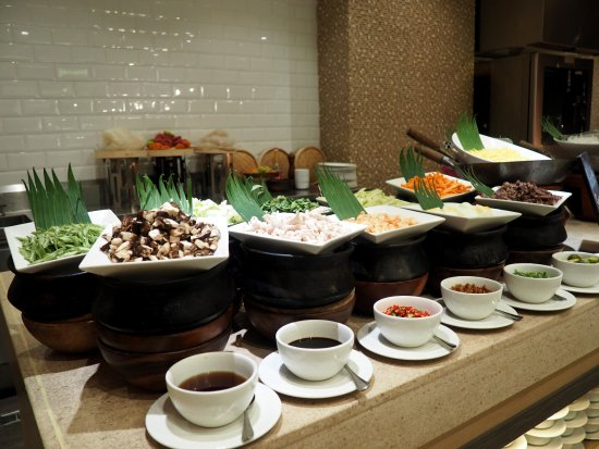 buffet dinner at veranda in taal vista hotel picture of veranda rh tripadvisor ie