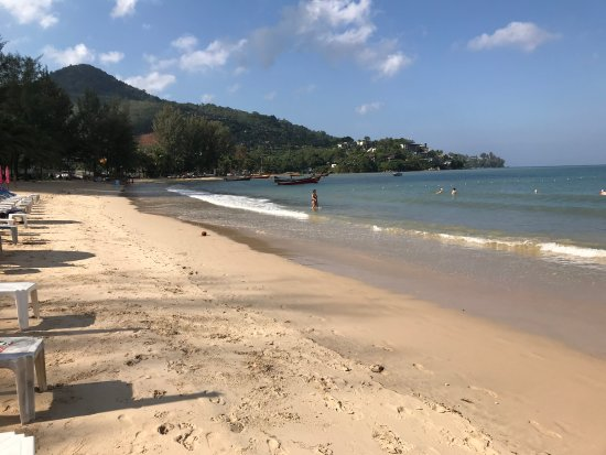 Sunprime Kamala Beach: plage juste à coté de l'hôtel