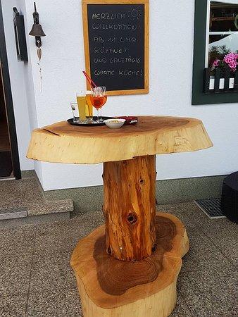 Stehtisch Aus Holzstamm.Urige Holz Stehtische Bild Von Gasthaus Zur Einkehr Bad
