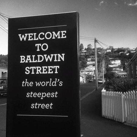 ‪Baldwin Street: The Steepest Street in the World‬