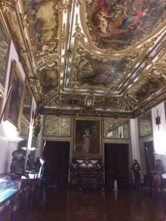 Museu Militar de Lisboa: Just one of the many sumptuous rooms in the museum.