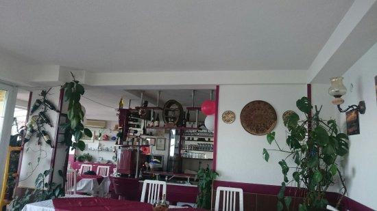 Trpejca, Makedonia: Interior of Restaurant