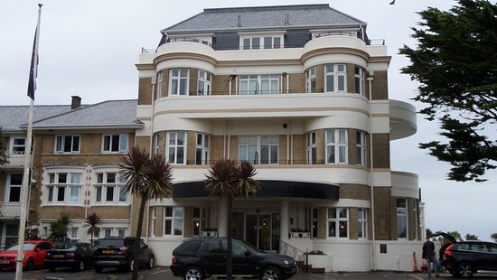 Hallmark Hotel Bournemouth Carlton: Lovely exterior and main entrance