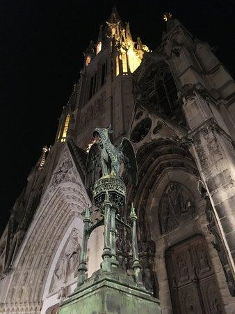 Basilique Saint-Epvre : Vista frontal