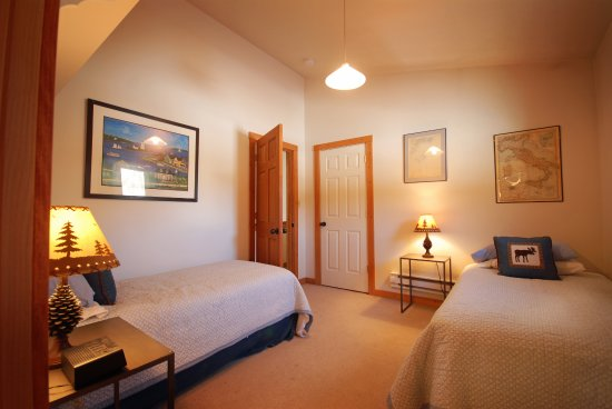 Clinton, MT: Golden Stone - Second Floor Twin Bedroom
