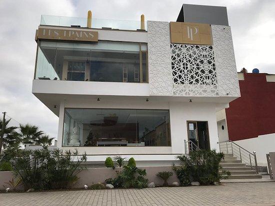 Moderne villa mit großen glasfronten bild von villa les pains