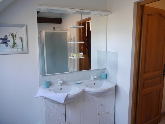 Mauquenchy, France : Chambre Fresquin rouge