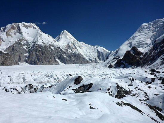 Karakol, Kyrgyzstan: Khan Tengri über dem südlichen Enilchek-Gletscher