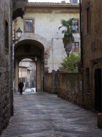 Palazzo Campana: Der Palazzo-Durchgang von Osten aus gesehen