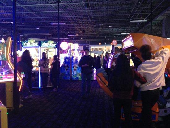 Woodbridge, NJ: The arcade area