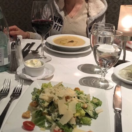 Ruth's Chris Steak House : Caesar salad et acorn squash bisque-delicious