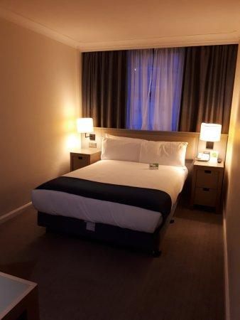Holiday Inn London Bloomsbury: Driekwart van de kamer