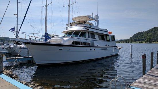 "Frankfort, Μίσιγκαν: Nice ""little"" boat"
