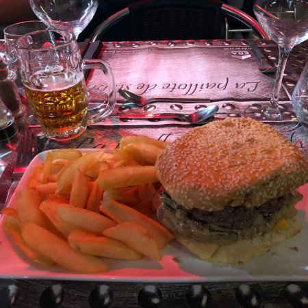 Brie-Comte-Robert, Francia: Burger Forestier, simple steak