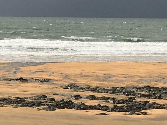 Fanore, Ιρλανδία: Beautiful walk today! Amazing beauty of rugged coastline and breathtaking Atlantic Ocean.