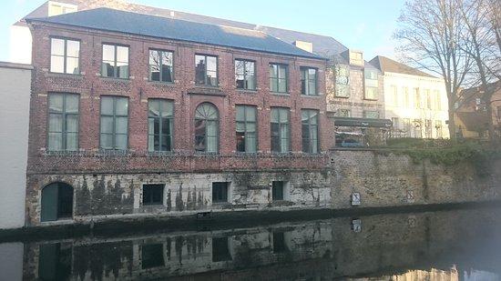 Die Swaene: annex building and bar