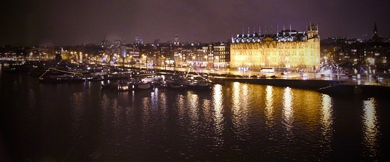 DoubleTree by Hilton Hotel Amsterdam Centraal Station: City view from room
