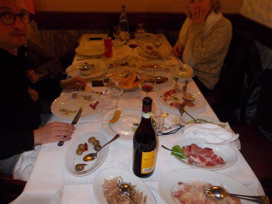 Varallo Pombia, Italia: Dovizia di antipasti