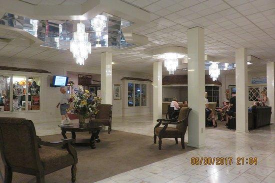 Eisenhower Hotel & Conference Center: lobby
