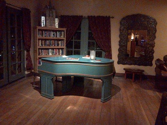 La Posada Hotel: You can play this piano
