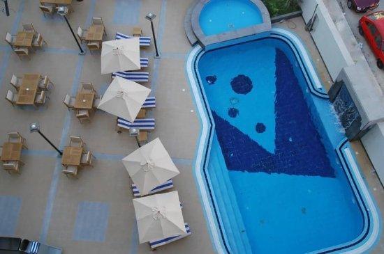 Geneva Hotel: Pool