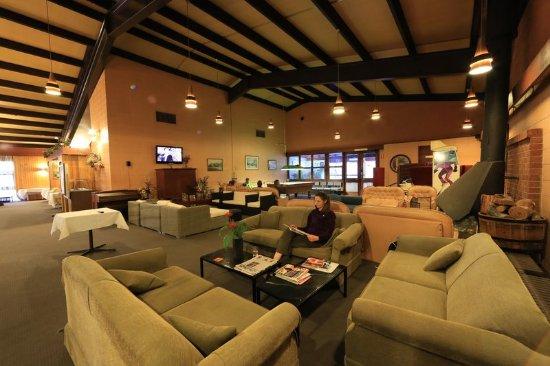 Cooma Alpine Hotel Book Room