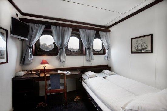 Malardrottningen Yacht Hotel and Restaurant: Guest room