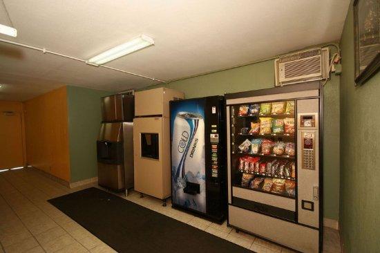 Royal Inn Charlotte Airport Hotel : Recreation