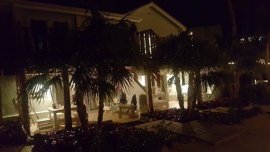 Coconut Palm Inn: 20180102_190236_large.jpg