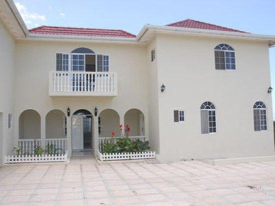 Retreat Guesthouse Luxury Suites: Exterior