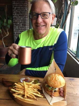 Cafe and Bar Sandbox: Sand Box Burger and (Cold) Ginger Beer