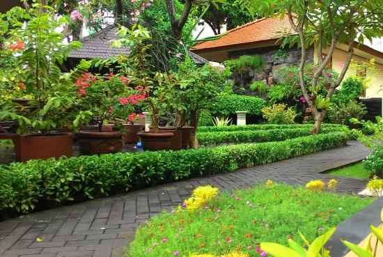 The Beautiful Garden View - Picture Of Yulia Beach Inn, Kuta