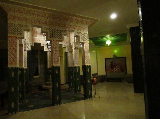 Palm's Hotel Club : フロントの前のスペースです。