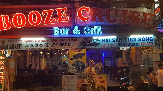 Booze Cruise Sports Bar & Grill: They really need to fix the lights in their sign lol