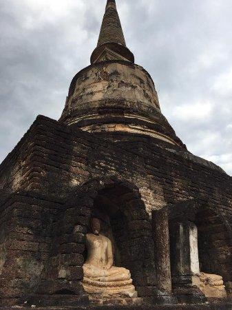 Wat Chang Lom: พระพุทธรูปรอบฐานเจดีย์