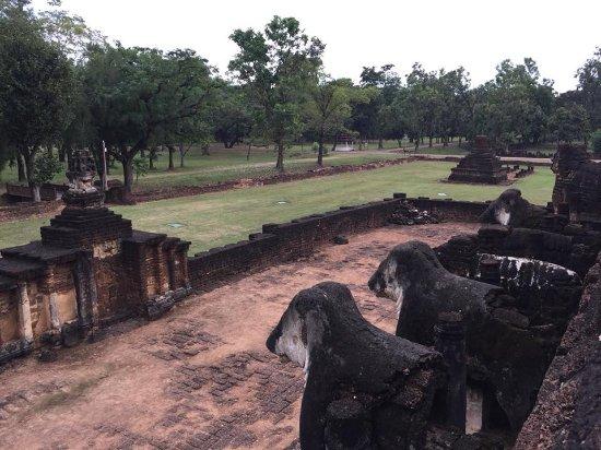 Wat Chang Lom: ตัวช้างที่โดนทำลายส่วนหัวเหลือแต่ลำตัว