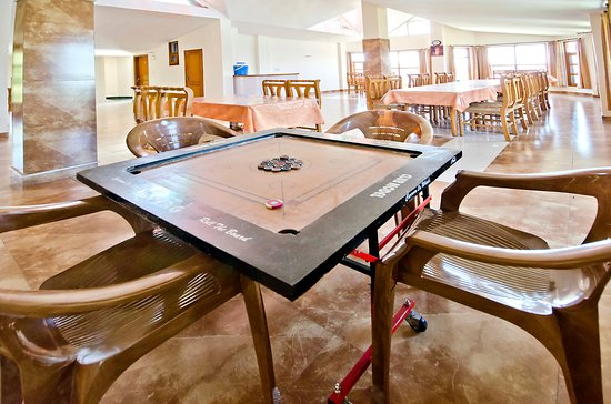 Hotel Grand Sunset: Carom table