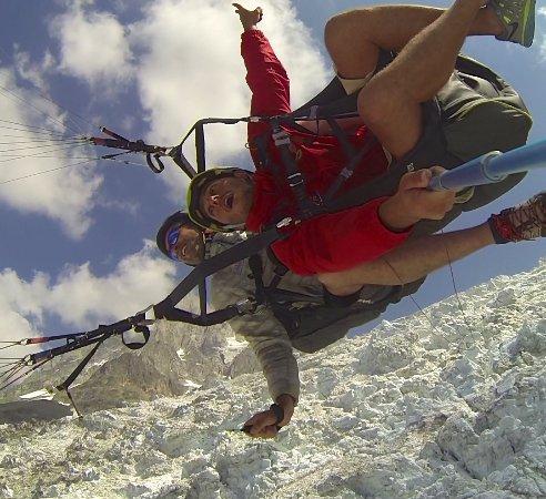 Kailash Adventure: Baptême Parapente Freestyle à Chamonix avec Kailash au-dessus du Glacier des Bossons