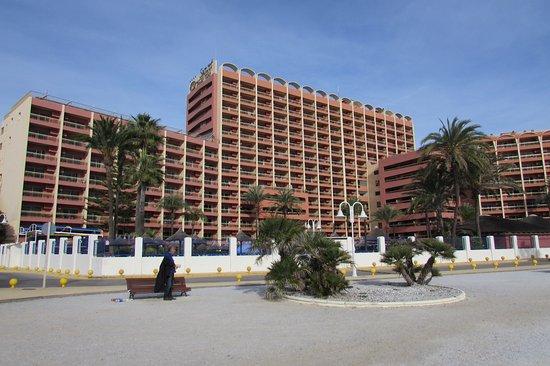 Sunset Beach Club: Hotelli kuvattuna rannalta päin.