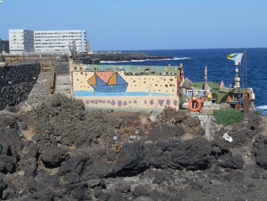 Mirador Paseo de la Playa de La Garita: Unique house built on the rocks