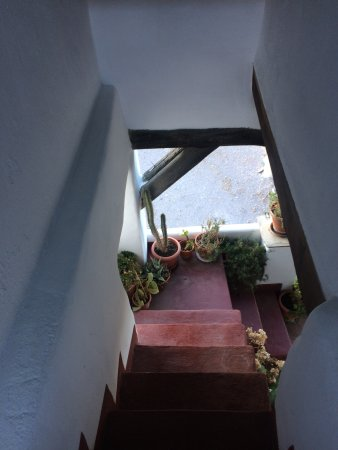 Busquistar, İspanya: stairs down from the rooftop deck