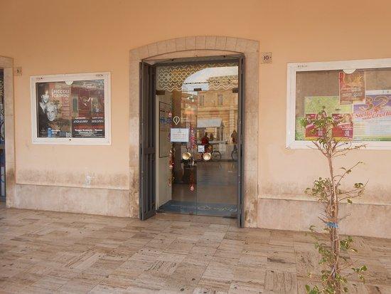 I.A.T. (Ufficio Informazioni e di Accoglienza Turistica) di Fasano: l'ufficio aperto
