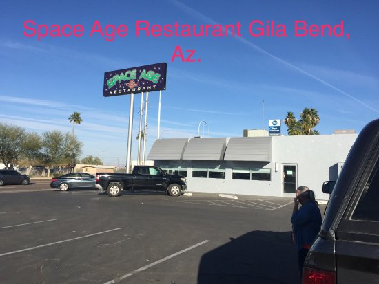 ‪‪Gila Bend‬, ‪Arizona‬: Parking lot Space Age Restaurant‬