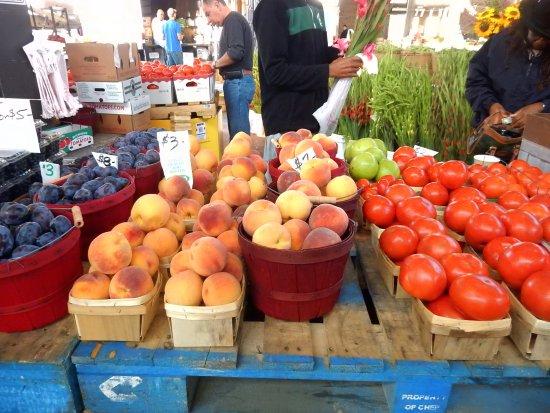 Eastern Market: Fresh fruit