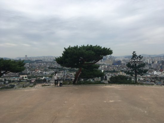 Fortaleza de Hwasong: This is the view of the highest spot. I am sitting in the temple. View is awesome