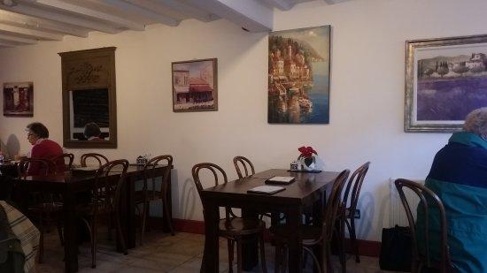Cafe Impromptu: Interior/dining area
