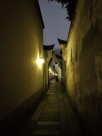 Architectural buildings of Sanfang Qixiang and Zhuzi Workshop: 三坊之一文儒坊內的閩山巷